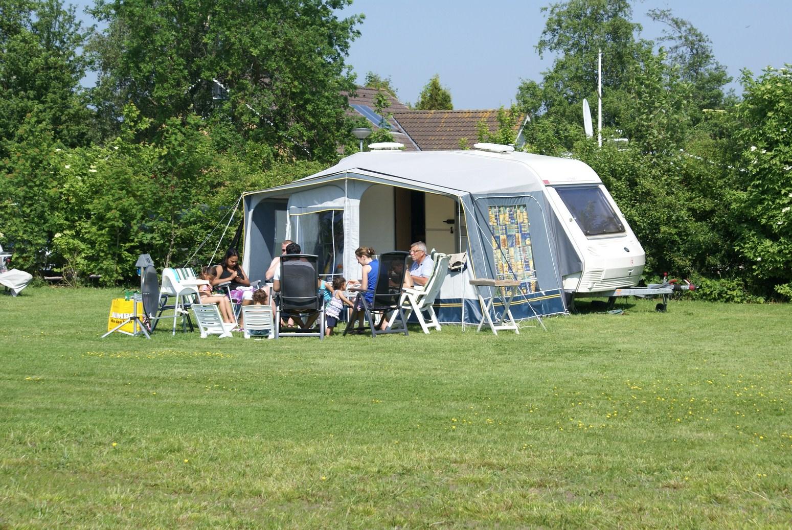 Camping minicamping en theeschenkerij blauforlaet - Caravan ingericht ...